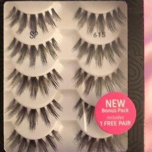 8bca178f7f9 Salon Perfect Makeup - BN 6 Boxes Salon Perfect #615 Lashes